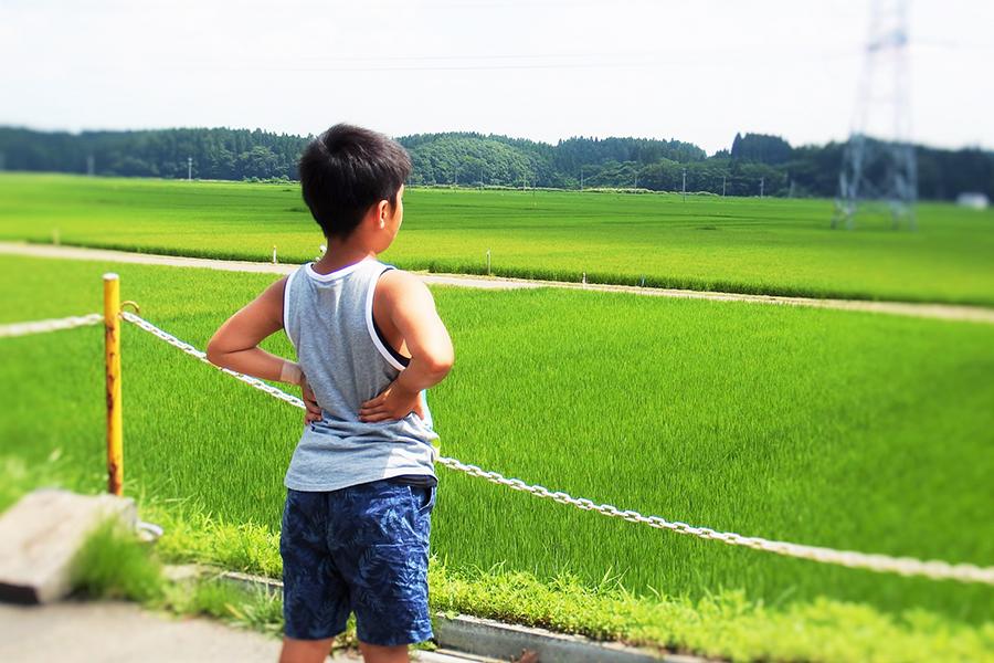 明るい子どもの未来のイメージ写真