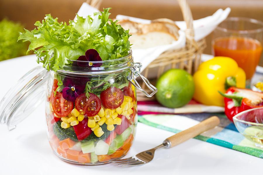 サラダのイメージ写真