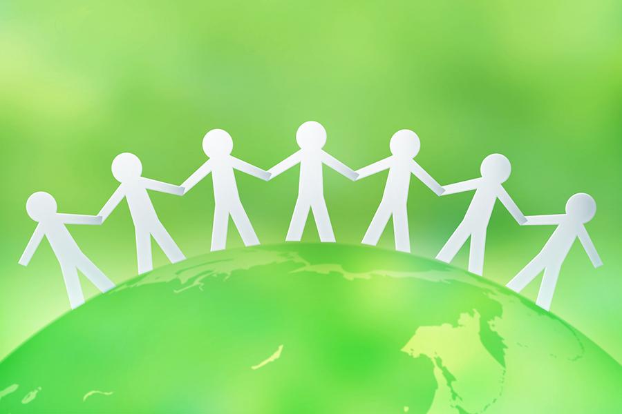 地球の上で手を取り合う人々