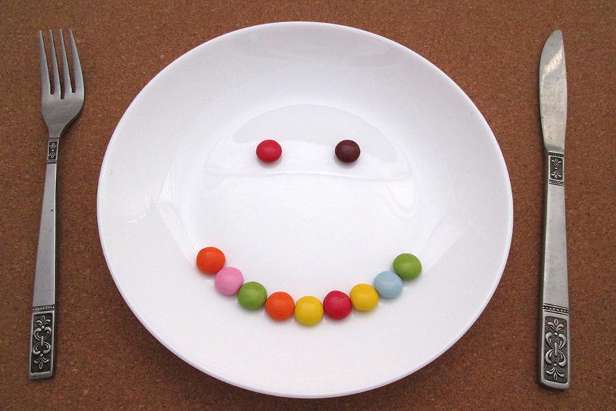 笑顔になる料理のイメージ写真