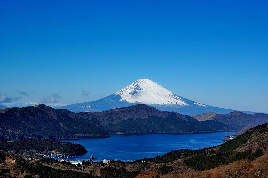 箱根から見た芦ノ湖と富士山