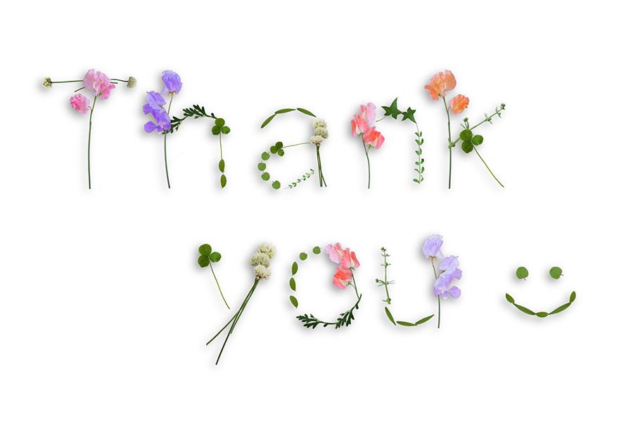 草花で作られた「Thank you」の文字