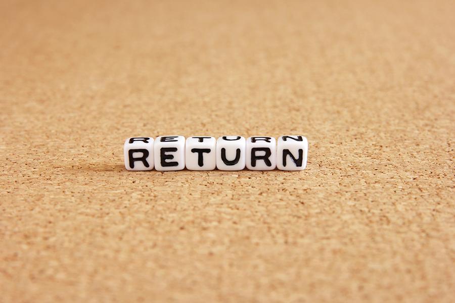ブロックに書かれた「RETURN」の文字