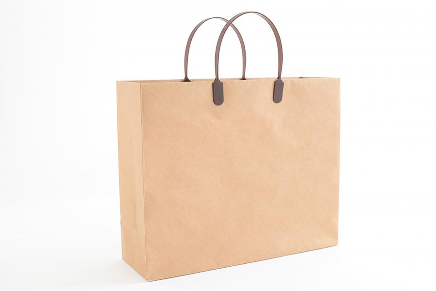 持ち帰り用の紙袋でテイクアウト商品のイメージ